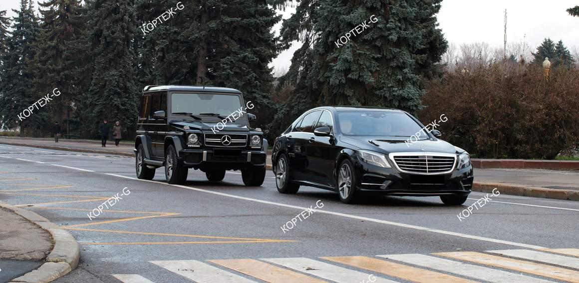 Кортеж Гелендвагенов с водителем